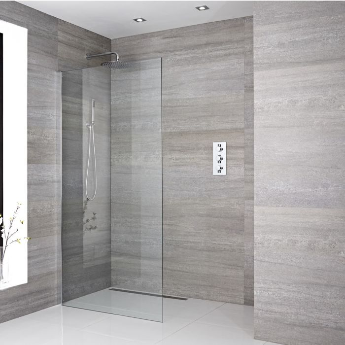 Een delig muur bevestigend inloop douche met bevestings paal en chromen afvoer