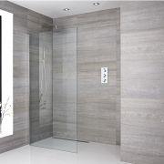 Een delig muur bevestigend inloop douche met bevestigings paal en chromen afvoer