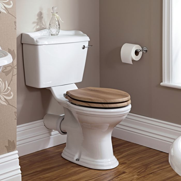 Klassiek Toilet met Reservoir en Warm Eiken Toiletzitting - Keramisch