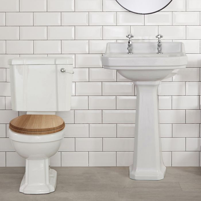 Klassiek Duoblok toilet met Waterreservoir en Warm Eiken Toiletzitting