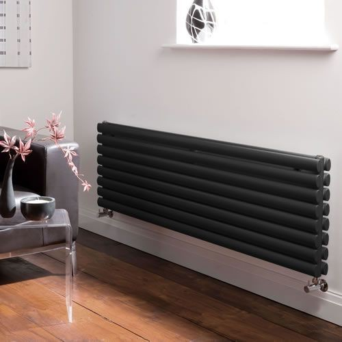 Zwarte horizontale radiatoren
